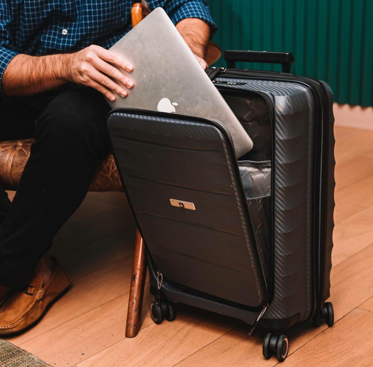 Mala Genebra é ideal para quem precisa carregar o notebook.